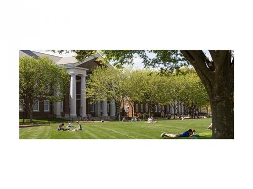 Университетът на щата Делауер. Намира се в град Нюарк. Учебното заведение е изпълнител на завещанието на д-р Андрей Георгиев.