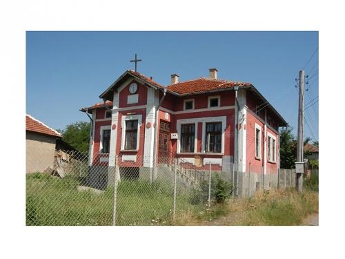 Къщата на семейство Георгиеви в село Дългоделци. Днес домът е превърнат в протестантски храм.